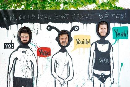 Les organisateurs du Yeah dans un panneau de fête forraine.