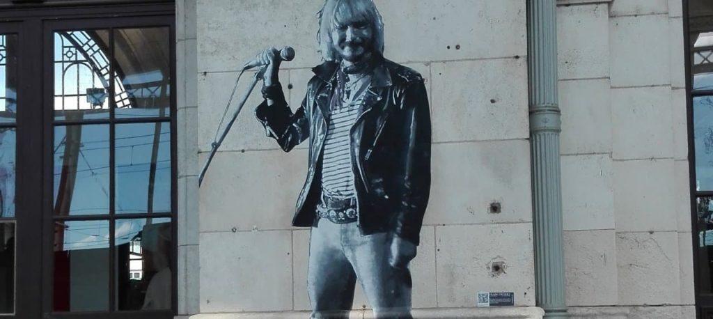 Sérigraphie de Renaud sur les murs de la gare de La Rochelle