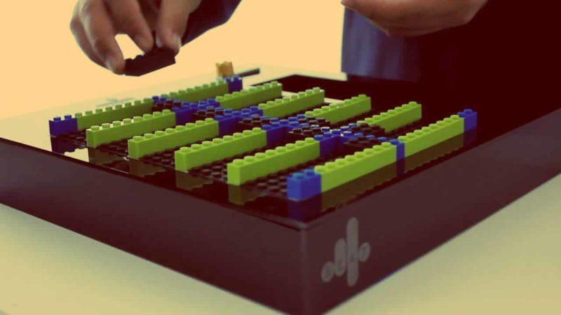 Le designer Esteban Cardona construit des instruments de musique avec des Legos.