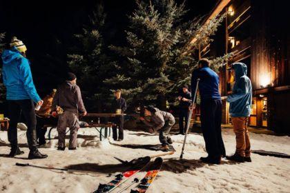 Des skieurs jouent au Gelande Quaff.