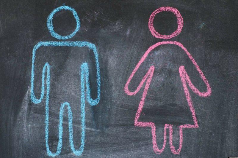 Une ardoise avec un homme et une femme
